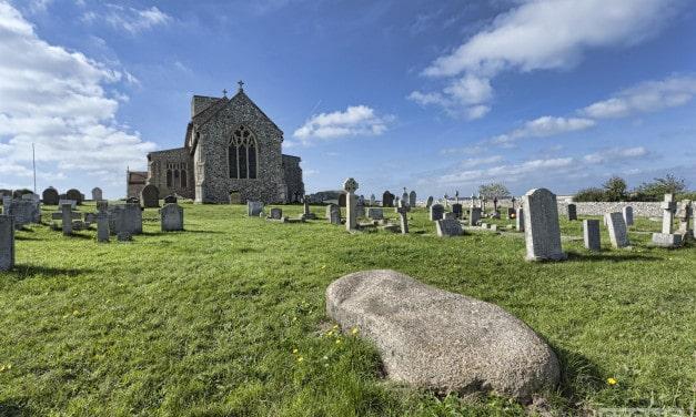 Coasting: Beeston Regis – Farmer Reynolds peculiar grave