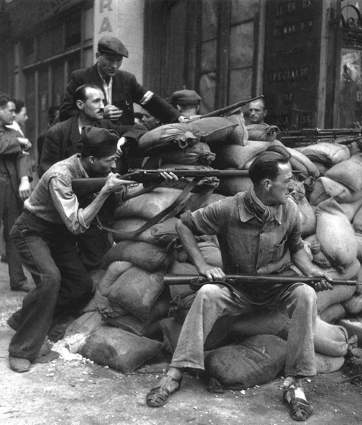 robert-doisneau-barricades-paris-1944