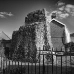 The walled city 2: Berstrete gates