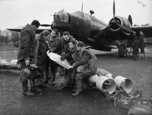 Czech_Wellington_crew_WWII_IWM_CH_2187