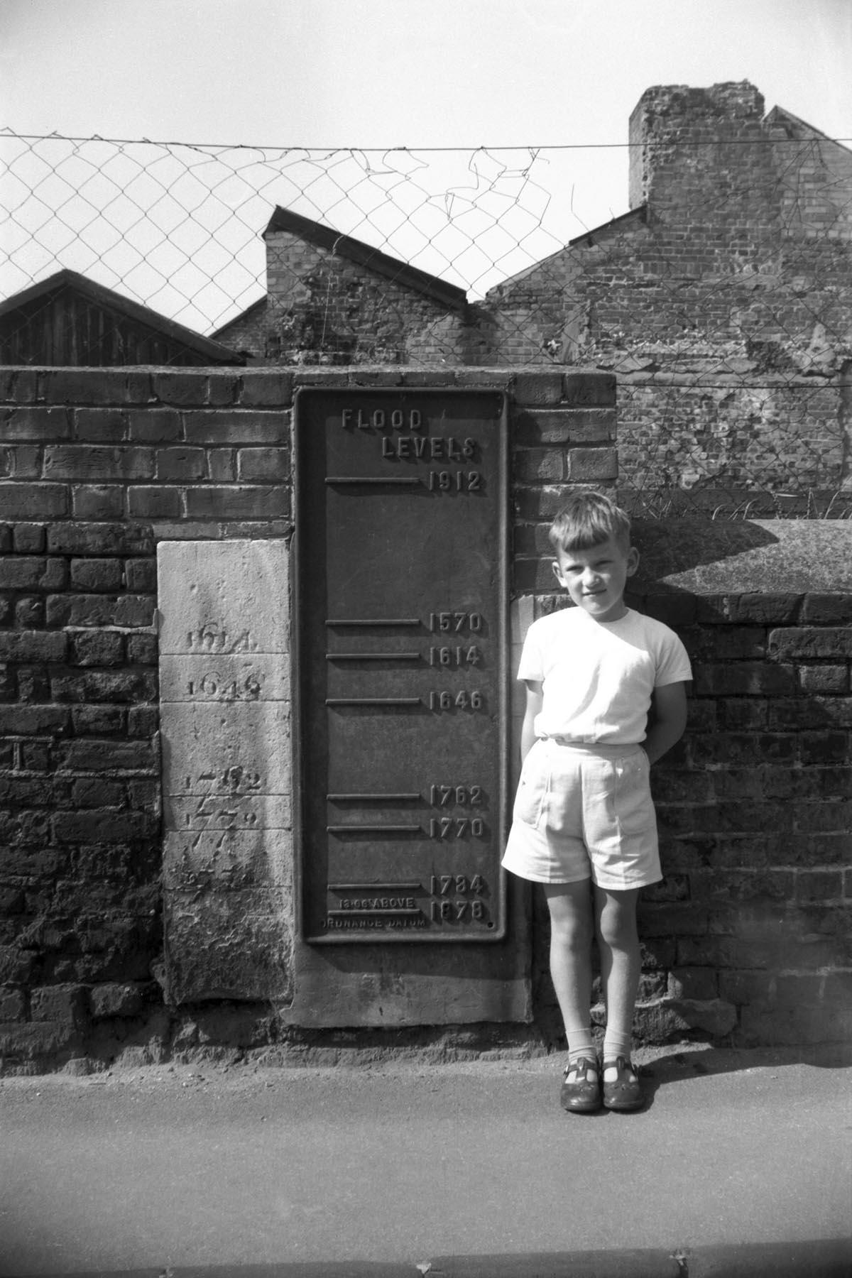 Flood level gauges New Mills Yard [4640] 1961-08-27